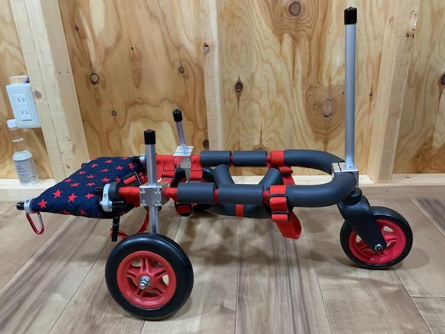 チワワとポメラニアンのミックス犬 マロンちゃんの犬の車椅子