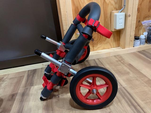 岩手県のパグ はなちゃんの犬の車椅子が完成しました。